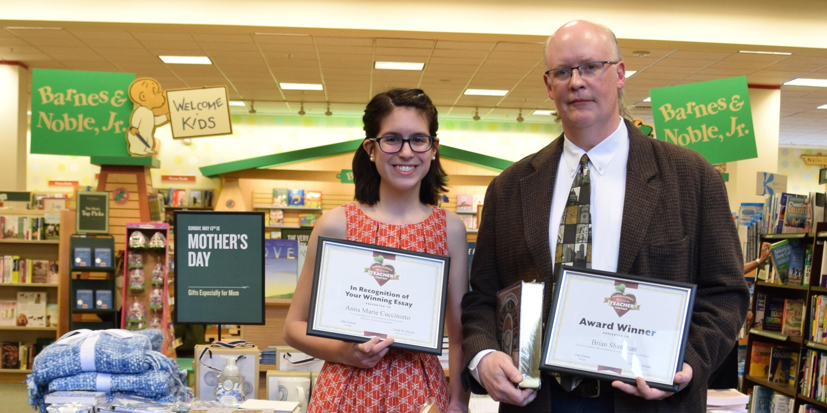 Willowbrook English teacher named as winner of Oak Brook Barnes & Noble 'My Favorite Teacher Contest'